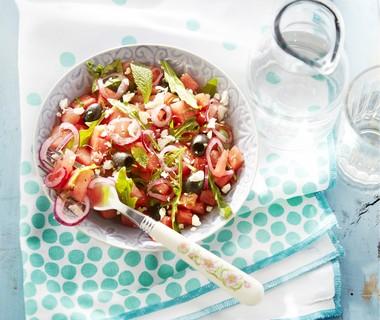 Watermeloensalade met feta en olijven