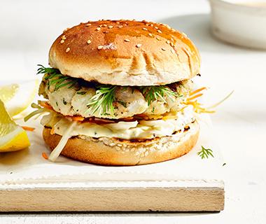 Visburgers met mosterd-kruidenmayonaise