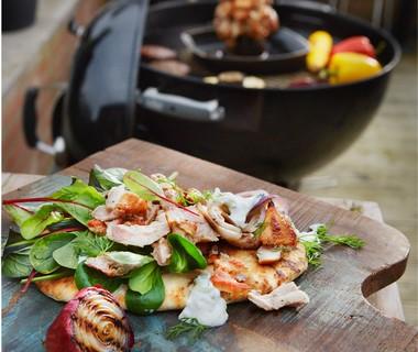 Kip-gyros van de barbecue