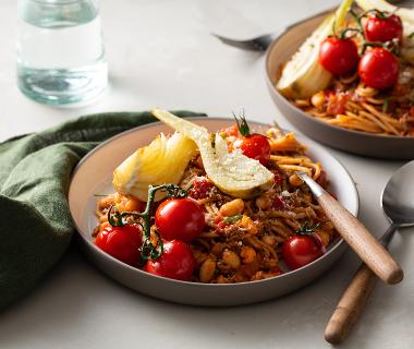 Volkoren pasta met geroosterde tomaatjes, venkel en witte bonen