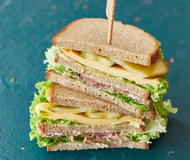 Roggebroodsandwiches met augurk