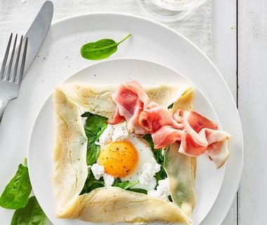 Franse crêpe met ei, spinazie en geitenkaas
