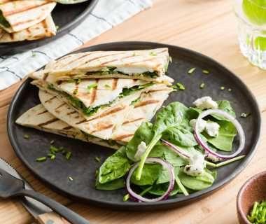 Vegetarische quesadillas met spinazie en geitenkaas