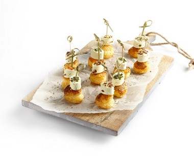 Paturain minikaasjes met pesto op bladerdeeg