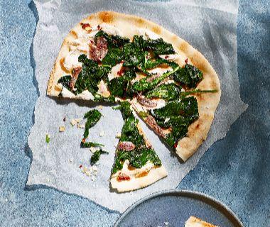 Snelle pizza met ricotta, spinazie en ansjovis