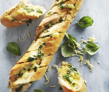 Stokbrood met kruidenboter en kaas