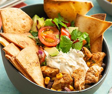 Burrito bowl met knapperige tortilla chips