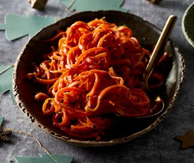 Wortelspaghetti met knoflookolie