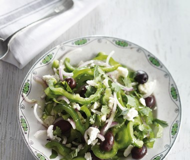 Salade van groene paprika's, feta en koriander