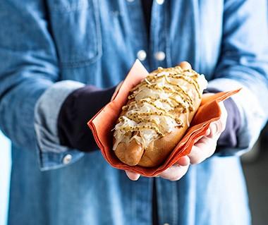 Broodje knakworst met zuurkool en èchte Limburgse mosterd