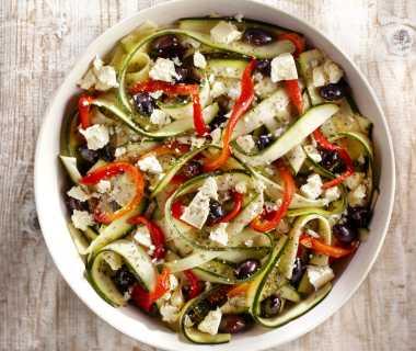 Salade van gemarineerde courgette en geroosterde paprika