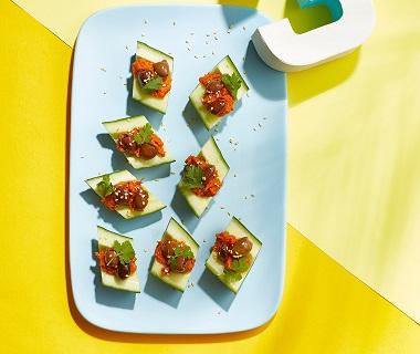 Komkommerschuitjes met pittige wortelspread