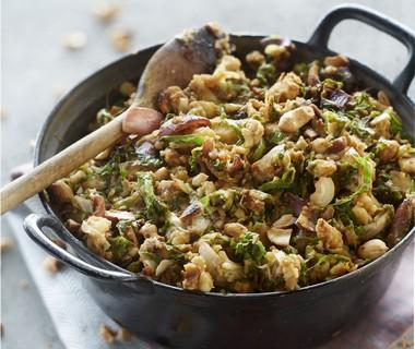 Andijviestamppot met sambal en noten