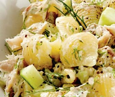 Pastasalade met makreel en komkommer