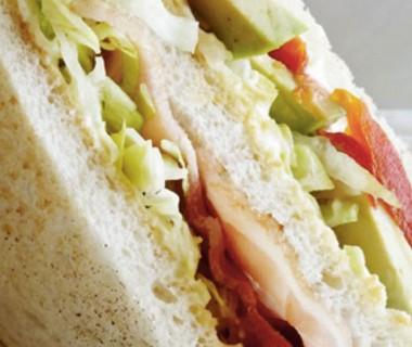 Clubsandwich spek en avocado
