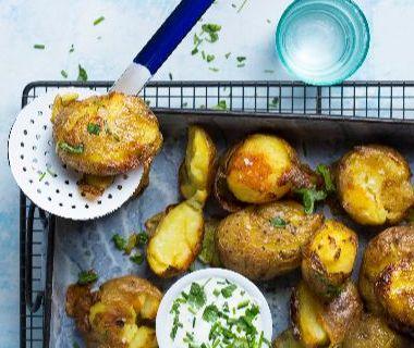 Crispy aardappels met limoenroom