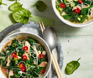 Spinaziesoep met mihoen en kip