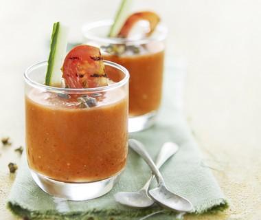 Gazpacho van gegrilde tomaat met knapperige kappertjes
