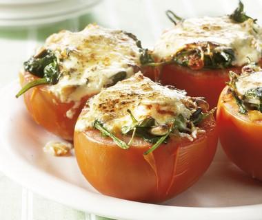 Gevulde tomaten met spinazie en kaas